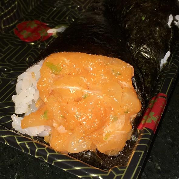 Spicy White Tuna Handroll