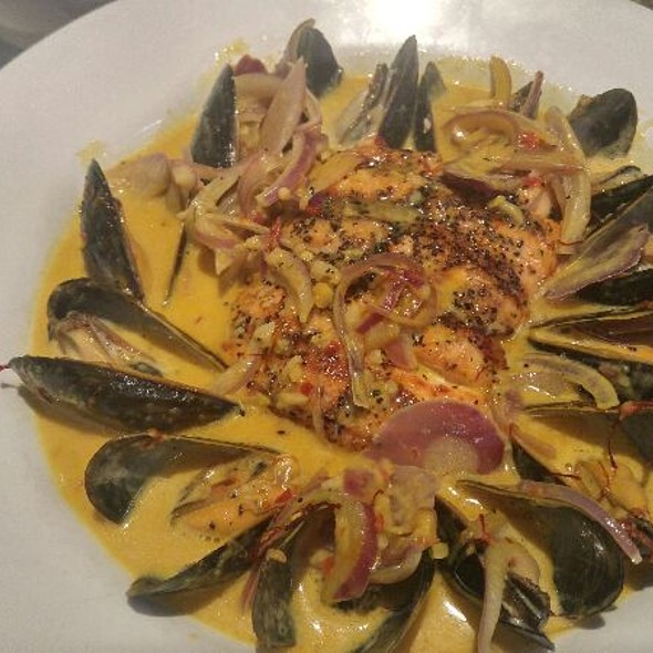 Grilled Salmon & Mussels With Saffron Sauce at Piranha Killer Sushi