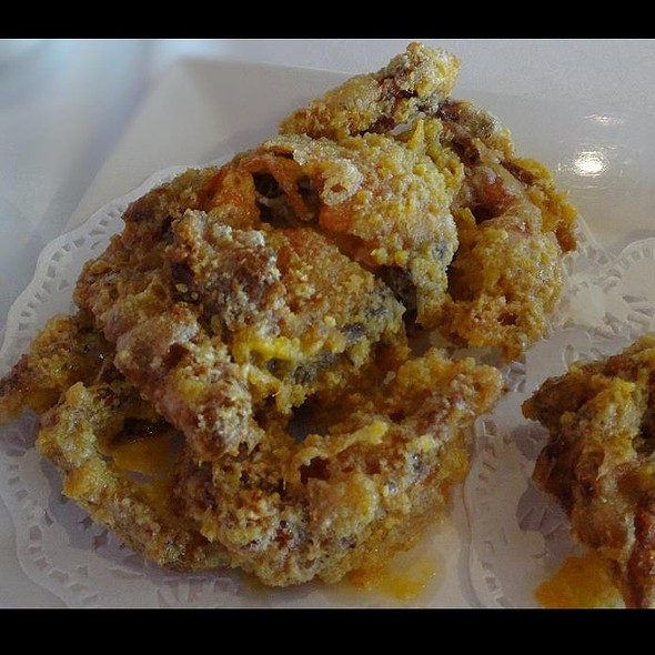Deep Fried Soft Shell Crab Coated with Salted Egg Yolk @ Crystal Jade Dining IN