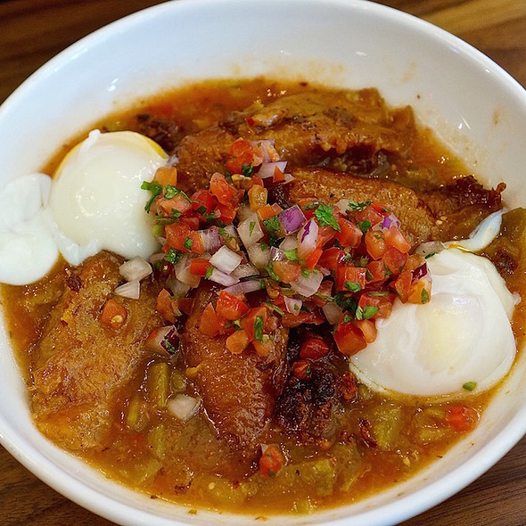 Paleo bowl – sweet plantains, chorizo, poached eggs, green chili, pico de gallo