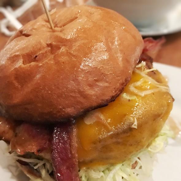 maple smoke cheddar burger