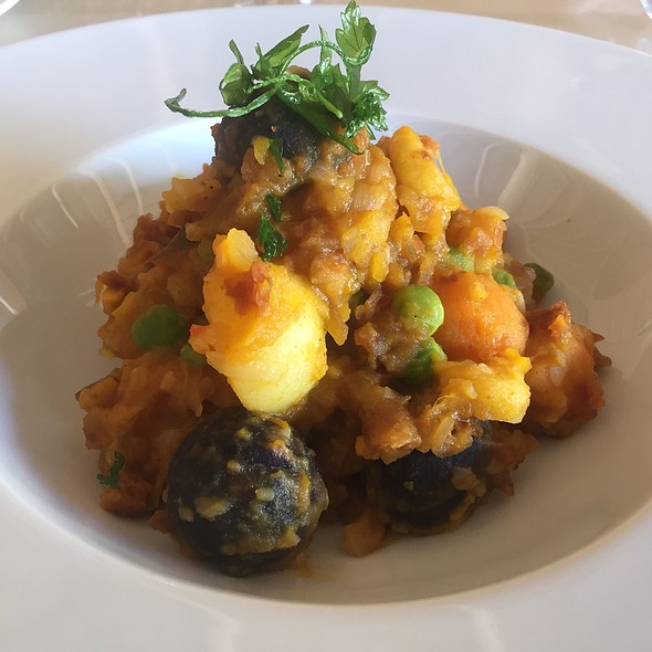 Chilean Vegetable Stew With Peas, Carrots, And Potatoes