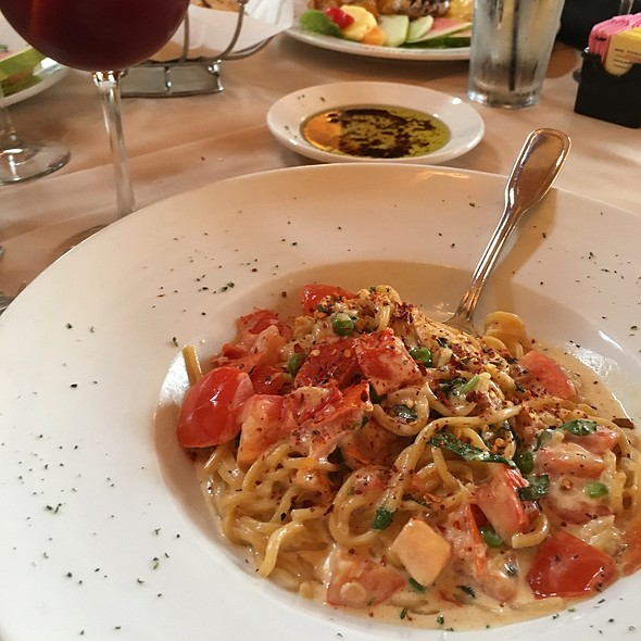 Spaghetti With Alfredo, Tomatoes, Peas