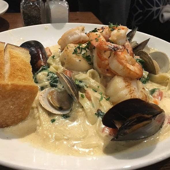 Seafood Fettuccine @ Kincaid's