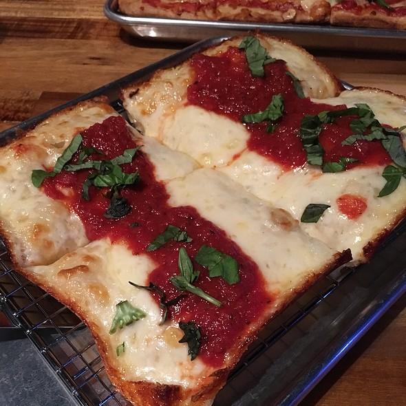 Detroit-Style Pizza @ Rooftop Pizza Pub