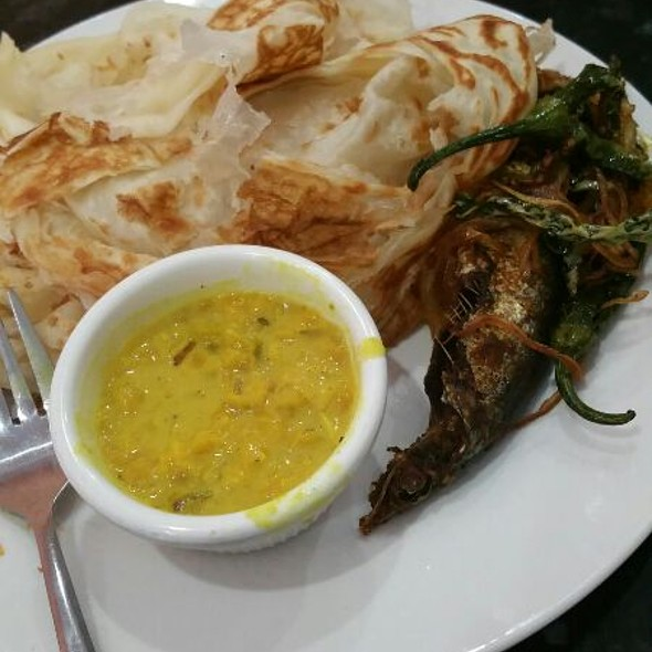 Paratha With Dal And Fish Fry