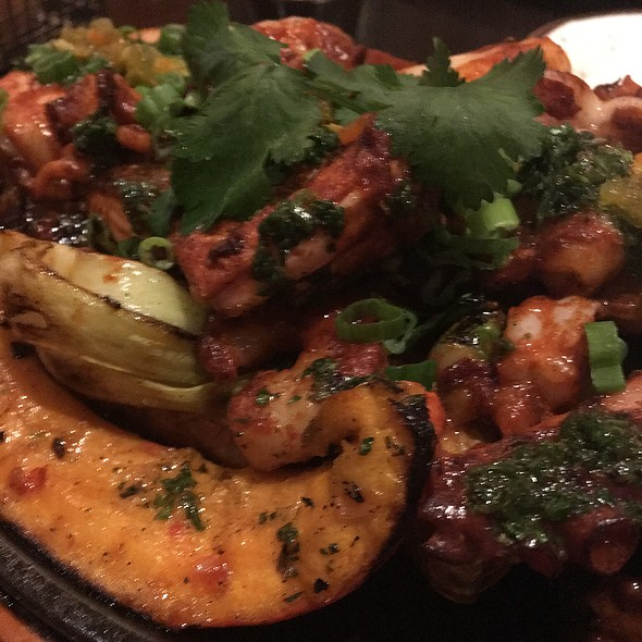 Plancha marina – seafood mixto (salmon, squid, calamari, shrimp), cauliflower, portobello mushrooms, asparagus, broccoli, pisco and panca sauce @ Tanta