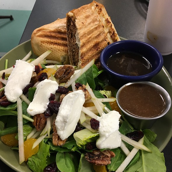 French Dip Sandwich With Pear And Warm Goatcheese Salad