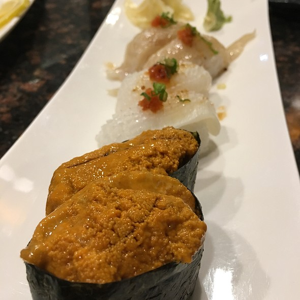 Ika, Engawa, And Uni Nigiri