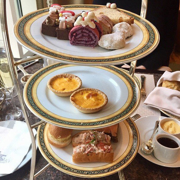 Afternoon Tea @ The Lobby At The Peninsula Hotel