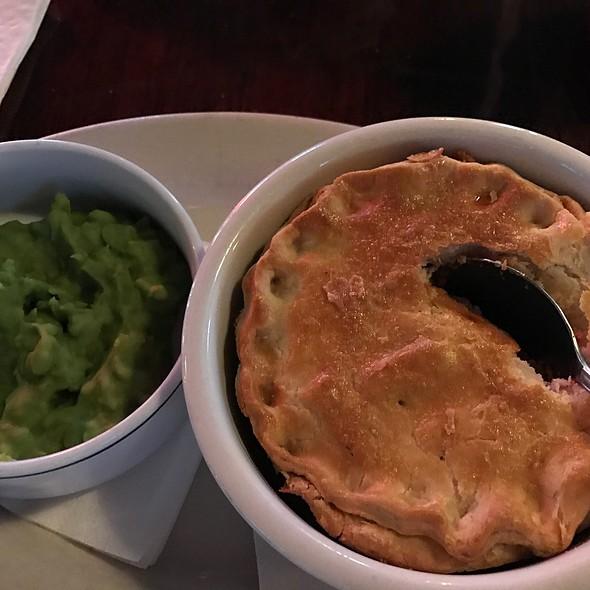 Steak And Mushroom Pie Wit Mushy Peas