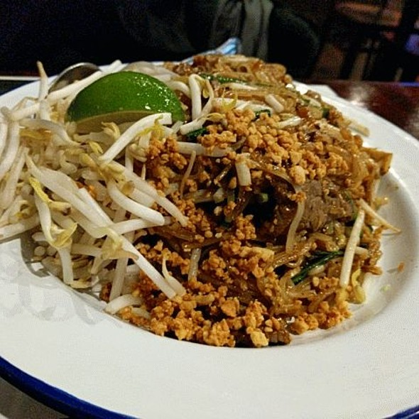 Pad Thai With Beef @ Sweet Rice