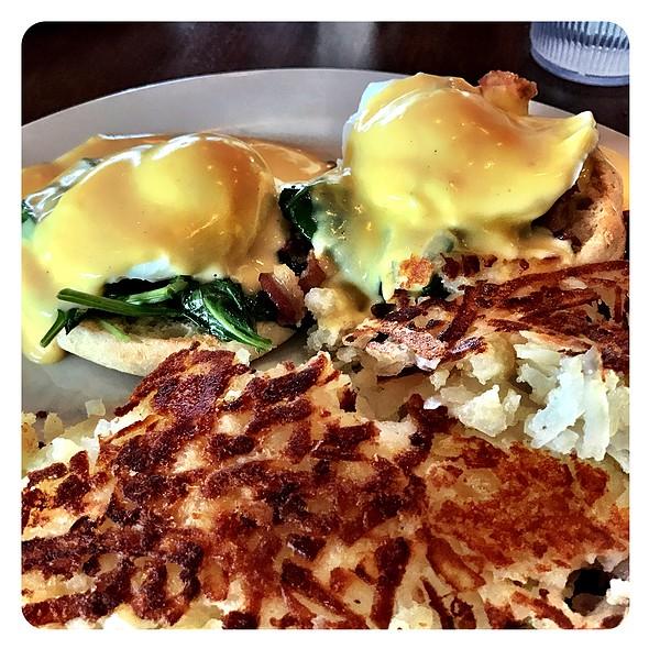 Eggs Florentine Benedict @ George's Restaurant