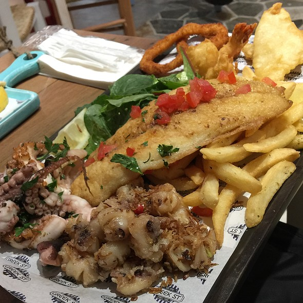 Mixed Seafood Platter For 1 With Chips