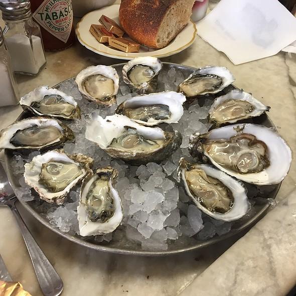 Dozen Oysters @ Swan Oyster Depot