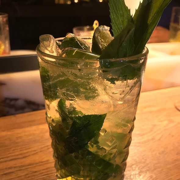 Mock-Ito (Apple Juice, Soda, Lime Cordial, Fresh Lime & Mint)