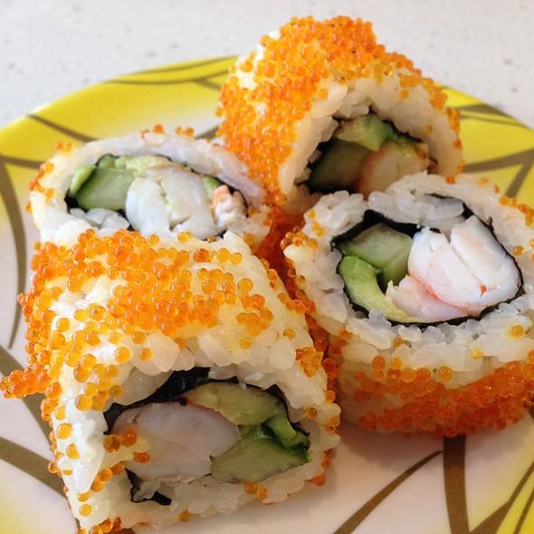 California Sushi Roll - Avocado, Prawn, Cucumber & Flying Fish Caviar