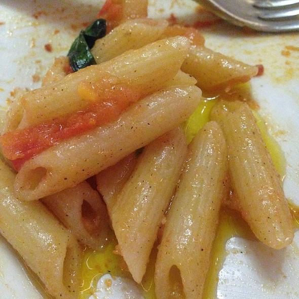 Penne Aglio Basilico @ Troppa Pizza Pasta