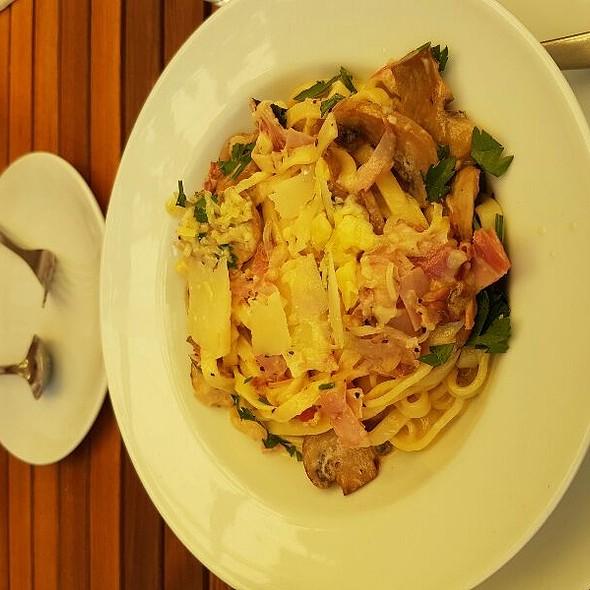 Linguini With Mushroom And Pancetta In A White Wine Creamy Sauce @ Di Lusso Estate