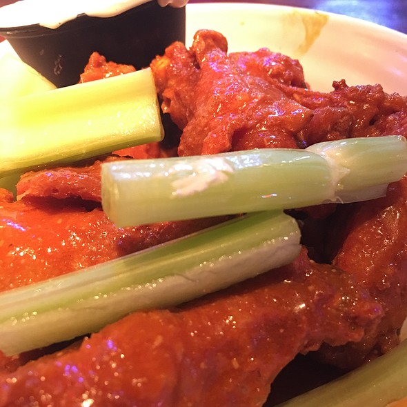 Buffalo Wings @ Chickie's & Pete's