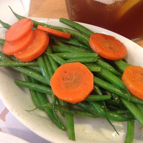 Side Dish - Holiday Rib Platter @ Racks