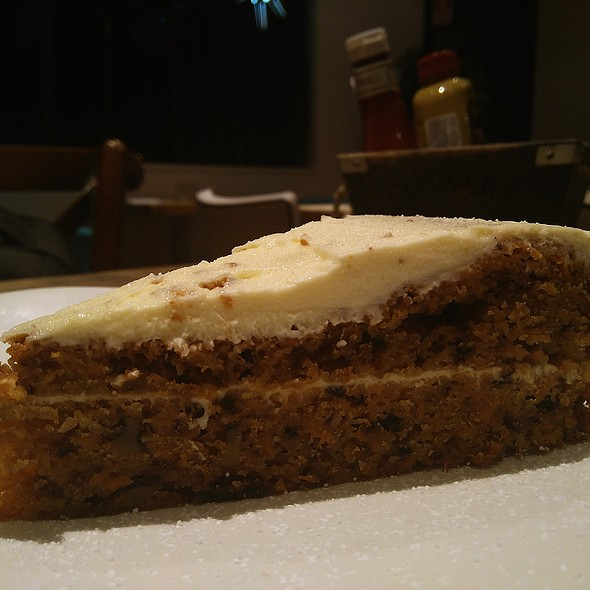Carrot Cake @ Restaurante Queen Burger Gourmet y Mas