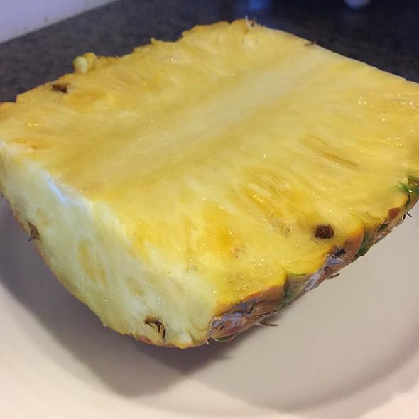 Maui Gold Pineapple @ Akaka Pitstop