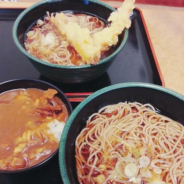 Soy Sauce Soba, Shrimp Tempura & Curry Rice