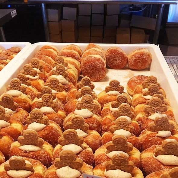 Gingerbread @ B Doughnut