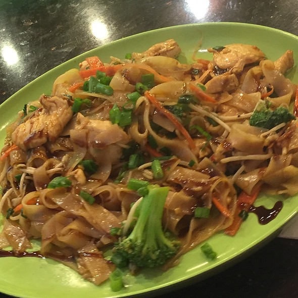 Chicken Chow Fun @ Lemongrass Express Waikoloa