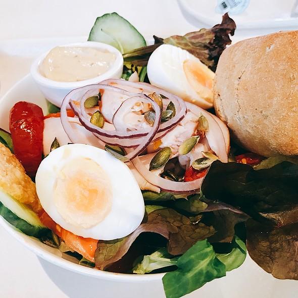 Chicken Salad @ (De Bijenkorf) La Ruche