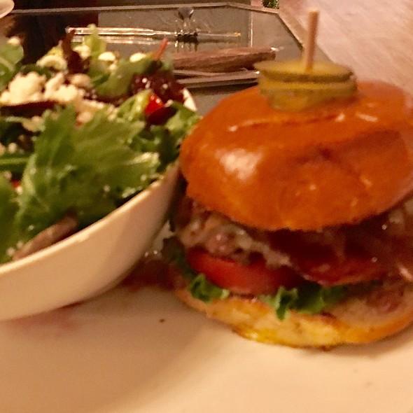 White Cheddar Bacon Cheeseburger