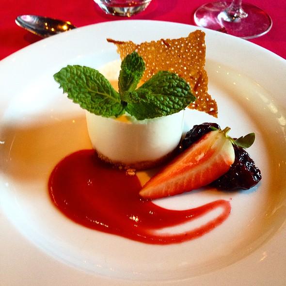 Crème Brûlée with red berries