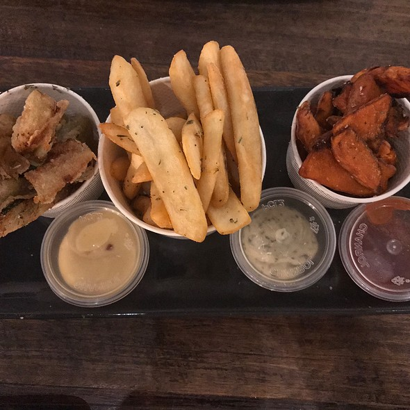 Chips Share Plate (Our Famous Grill'd Chips, Sweet Potato Chips, Zucchini Chips Served With Sweet Chilli Mayo, Herbed Mayo & Tomato Relish)