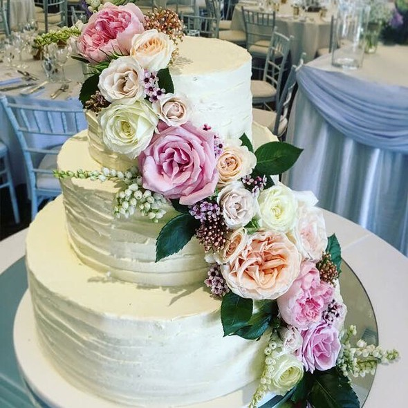 Floral Wedding Cake @ Annettes Heavenly Cakes