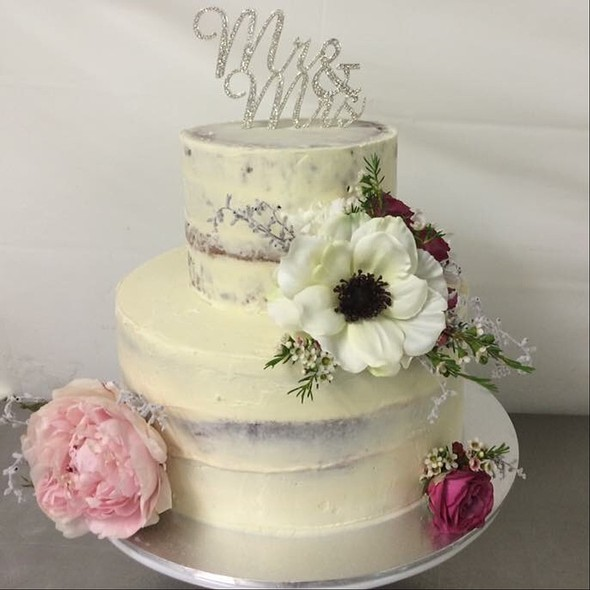Wedding Cake With Flowers @ Annettes Heavenly Cakes