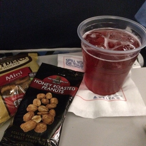 Cranberry Juice & Snacks @ Delta Airlines (Haneda To Lax)