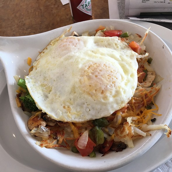 Vegetable Skillet With Eggs @ Olivia's Family Restaurant