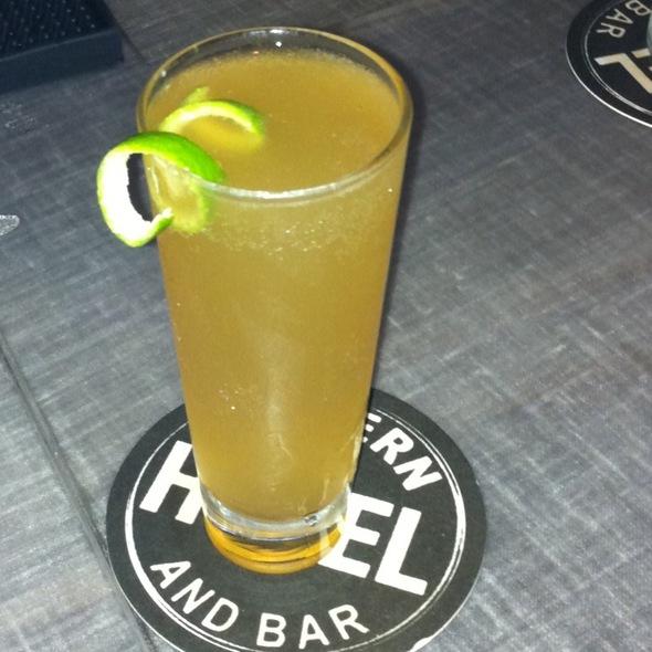El Quetzal @ Modern Hotel & Bar