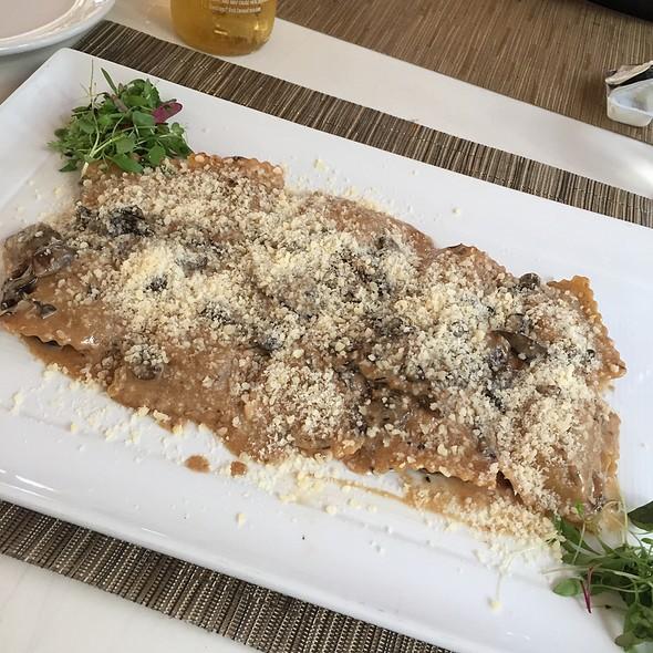 Beef Ravioli W/Mushroom Sauce And Truffle Oli