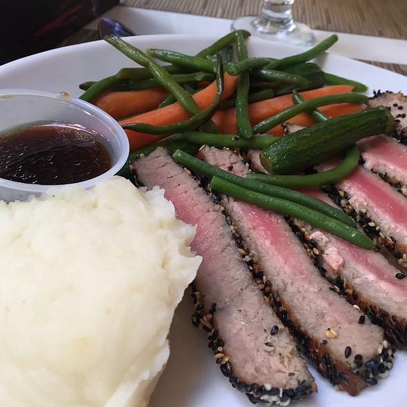 Black & White Seared Tuna W/Mashed Potatoe And Seasoned Veggies
