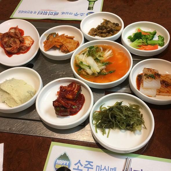 Assorted Kimchee @ Chil Po