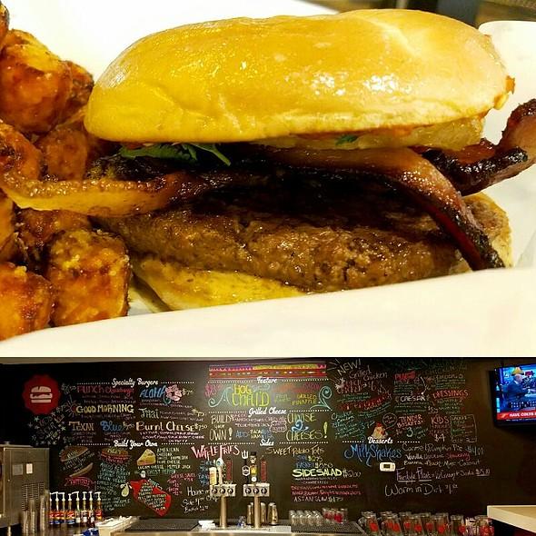 Hog Thai'd Burger