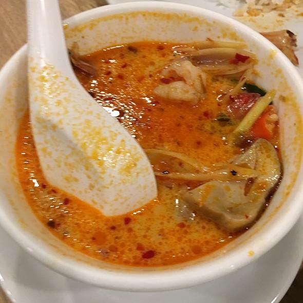 "Tom Yum Gung @ Yana Restaurant "" Halal Food """