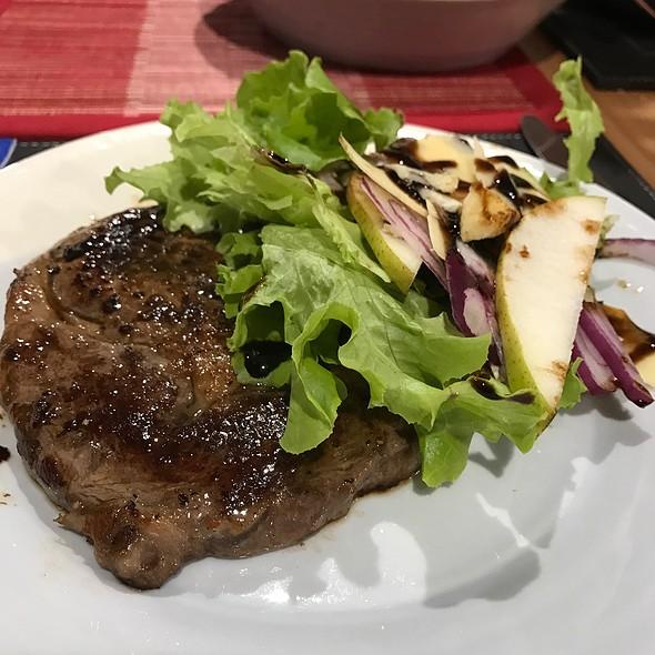 Steak And Salad @ Chookys