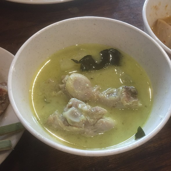 Thai Food - Green Curry Chicken