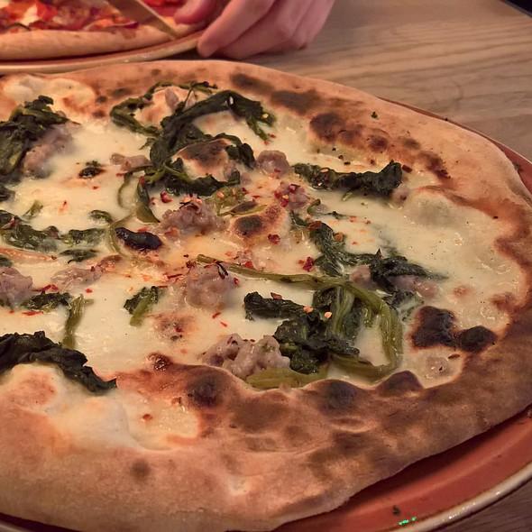 THE REAL NEAPOLITAN PIZZA