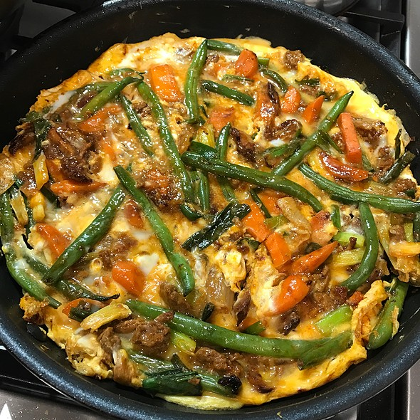 Spicy Veggie And Turkey Omelette @ Chookys