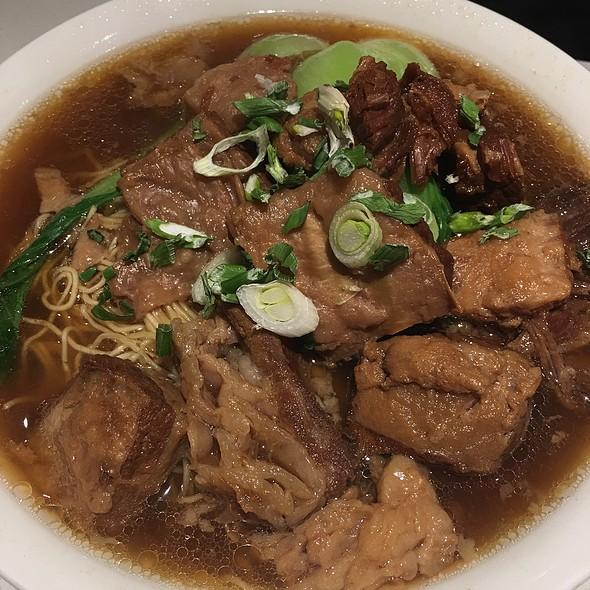 Beef Brisket And Wonton Noodle Soup @ Hoy's Won Ton House