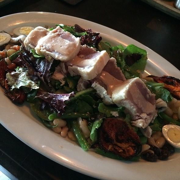 Seared Tuna Salad @ Water Grill